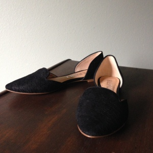 Pointy toe flat in black faux snake skin.